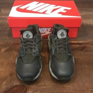 38ed42f2b6a9 Nike Shoes - Nike AIR HUARACHE